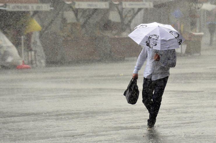 Облачно и дождливо време со засилен ветер