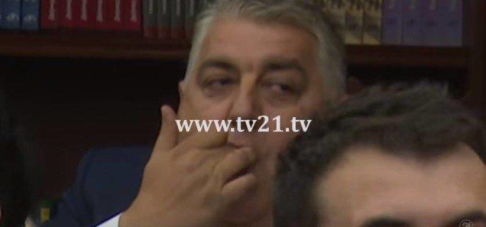 И од пратенициве е доста......... Pisev