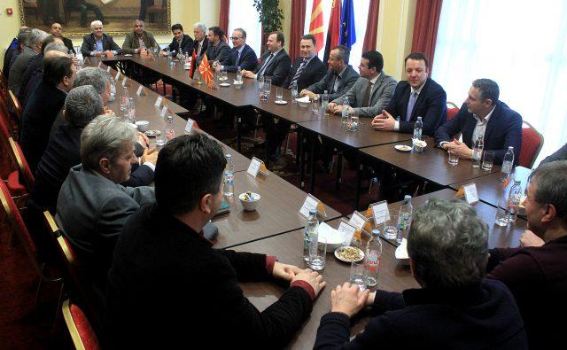 ВМРО ДПМНЕ прави стратегија за преговорите со ДУИ