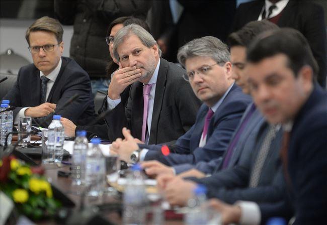Хан им удри  корпа  на водачите на  За заедничка Македонија   нема време за средба