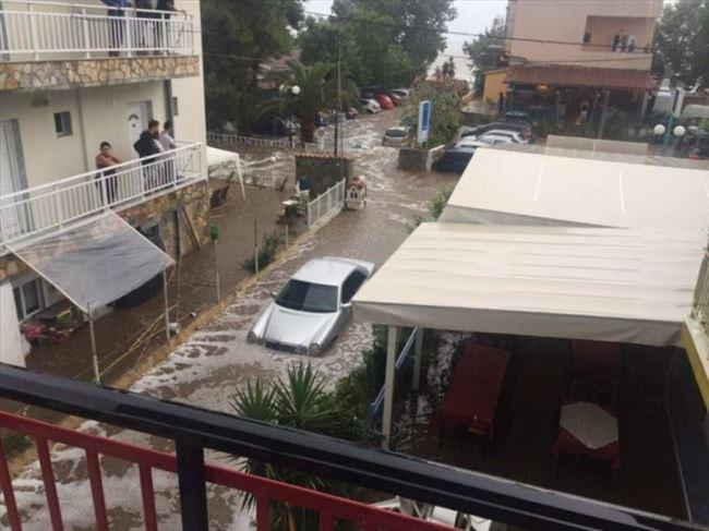 Невреме и поплави на Халкидики  туристите се евакуираат