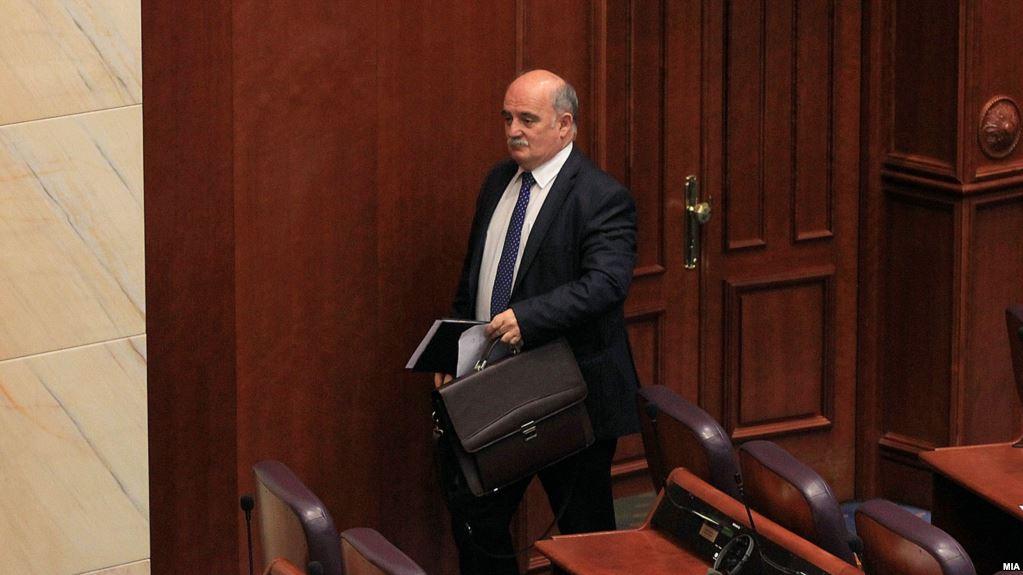 Тринаесет партии се обединија да го симнат Зврлевски  гласаше и Али Ахмети