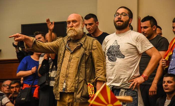 Дурловски го нуди пасошот за да излезе од притвор