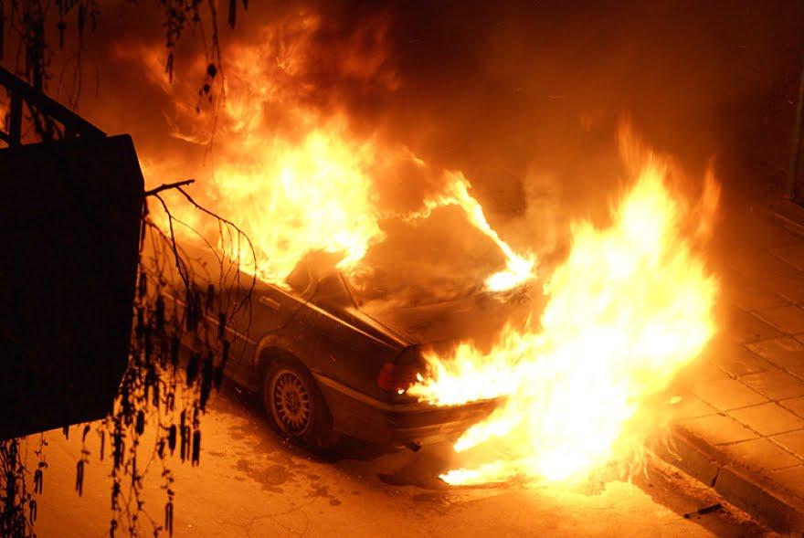 Двајца насилници претепале прилепчанец  па му го запалиле возилото