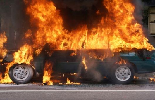 Целосно изгорел автомобил во Скопје