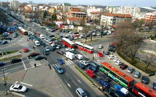 Низ Скопје вчера биле казнети 25 возачи за пречекорување на брзината и десет пешаци кои поминале вон обележан премин