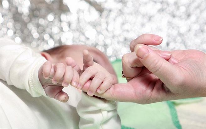 Мајка станала од спиење и го нашла мртво своето бебе