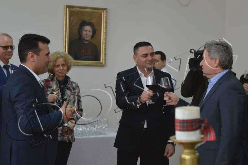ФОТО Заев и Иванов си наздравија во Кавадарци  Сите се согласивме дека нашите вина се најубави