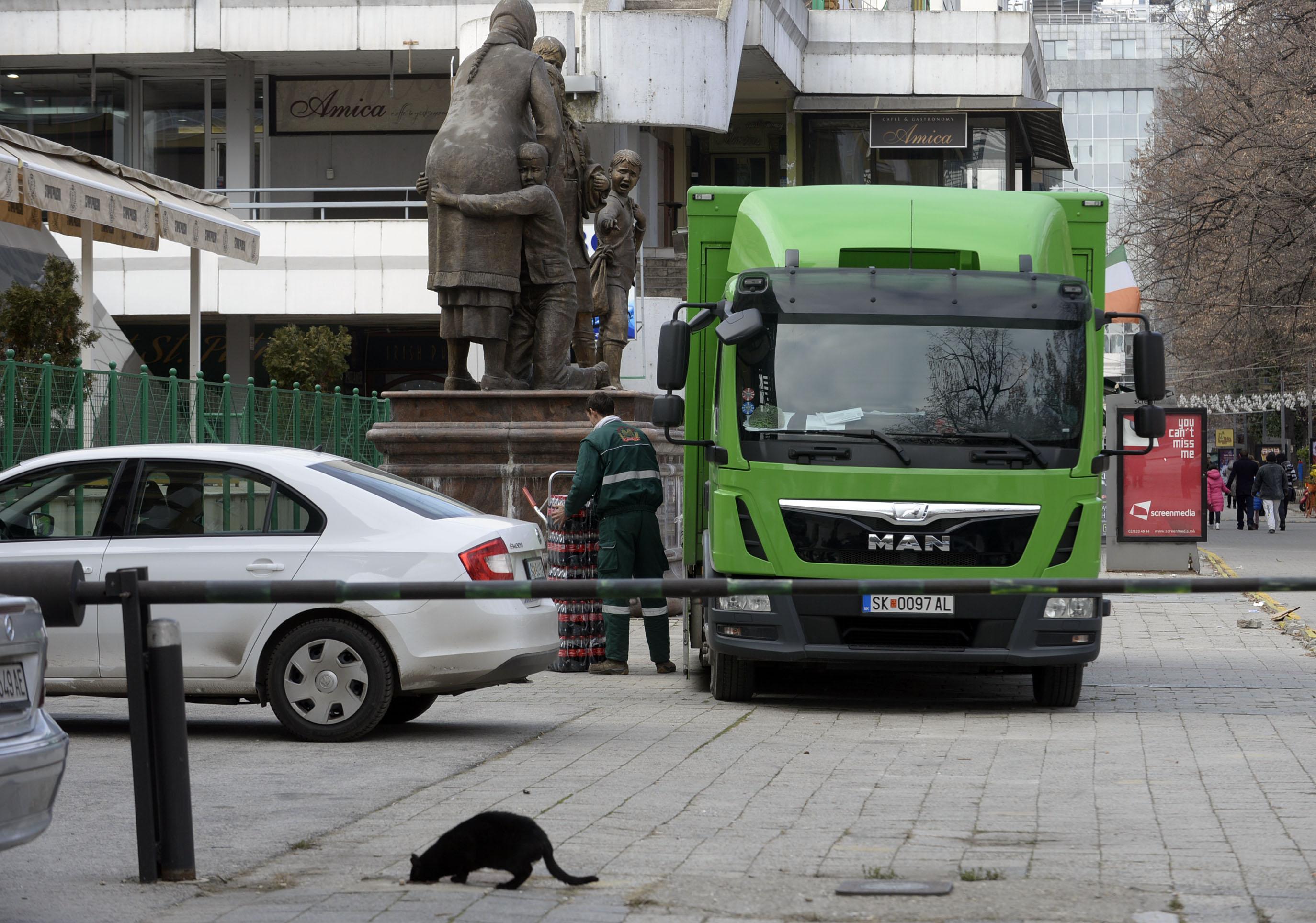 Станува трајна забраната за запирање возила за дотур на стока од 7 30 до 18 00