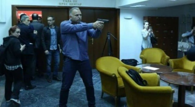 Обезбедувачот на Спасовски  Со јамки ги ловеа пратениците